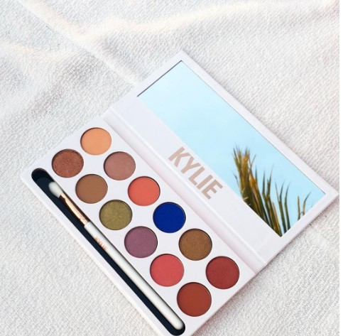 the-royal-peach-palette-kylie-jenner